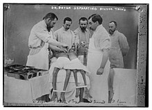 The Library of Congress - Dr. Doyen separating Hindoo twins (LOC) (pd).jpg