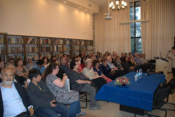 The closing event of the first Hebrew Wiktionary course in Israel. The event was held at the Academy of the Hebrew Language in Jerusalem. 07.jpg
