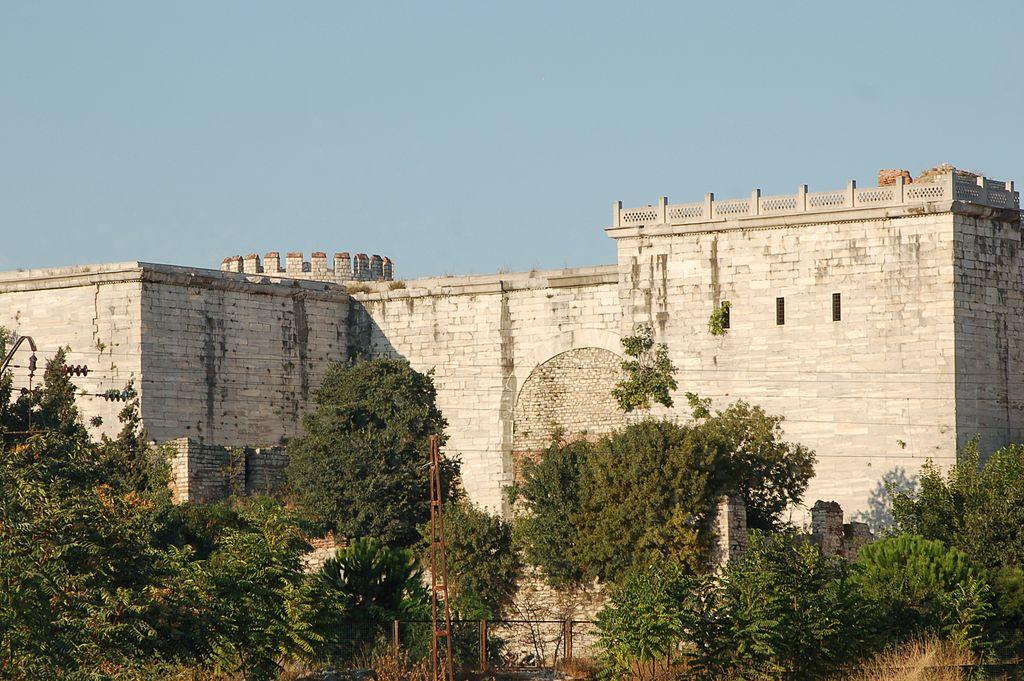 Histoire militaire turque - Page 8 1024px-Theodosian_Golden_Gate