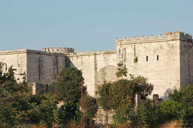 800px-Theodosian_Golden_Gate.jpg