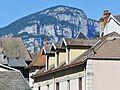 Tourelle, lucarnes et Mont Peney à Chambéry (2017).JPG