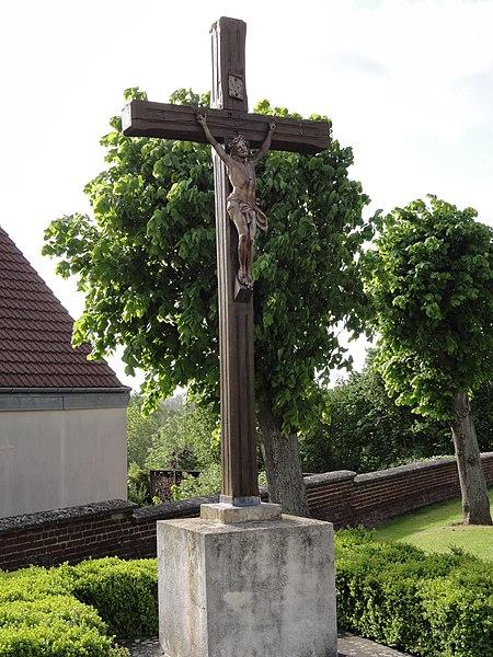 Travecy (Aisne) croix de l'ancienne cimetière