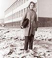 Učenka pred novo šolo v Hočah 1961.jpg