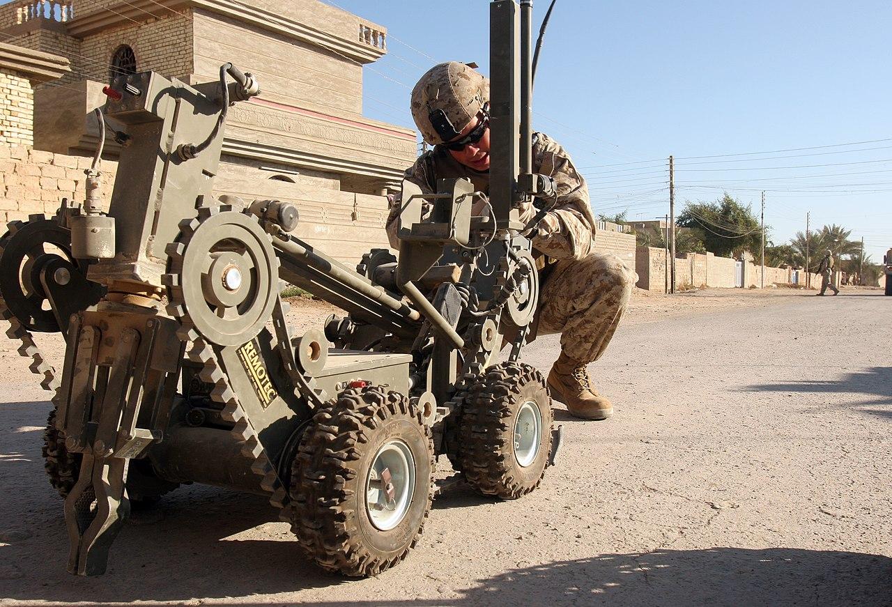 File:US Navy 051127-M-3717S-049 A U.S. Marine Corps explosive ...