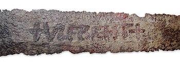"""Schriftzug """"+VLFBERHT+"""" auf einer Klinge des 9. Jahrhunderts im GNM Nürnberg."""