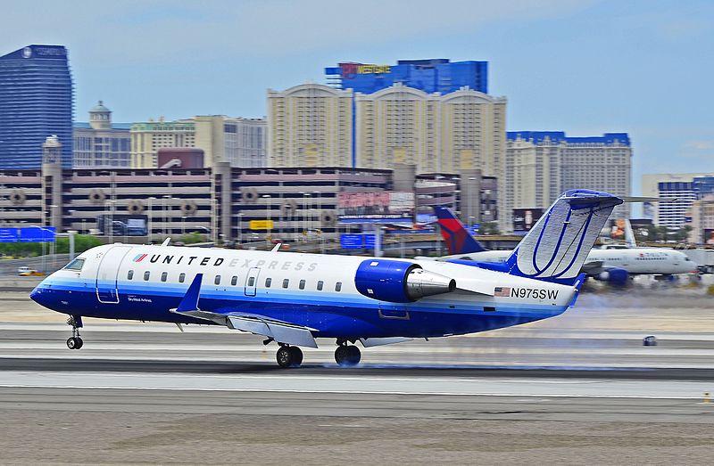 File:United Express (SkyWest Airlines) Canadair CL-600-2B19 Regional Jet CRJ-200LR N975SW - 7951 (cn 7951) (5641683403).jpg