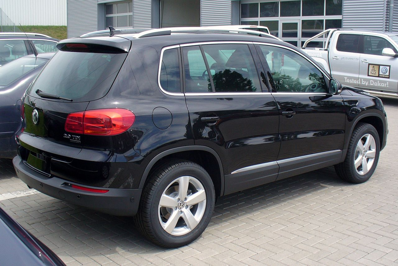 file vw tiguan sport style 2 0 tdi 4motion deep black. Black Bedroom Furniture Sets. Home Design Ideas