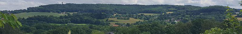 File:Vaals-Vaalserberg gezien vanuit het westen (cropped).jpg