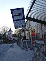 Velké Popovice, Masarykova, zastávka, pošta, fara a kostel.jpg