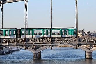 Paris Métro - Line 5's Viaduc d'Austerlitz, crossing the river Seine