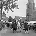 Wageningen 700 jaar stadsrechten Jong en oud loopt in klederdracht door de stad, Bestanddeelnr 915-2559.jpg