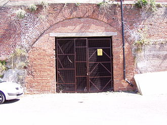 Park Lane railway goods station - All that remains is the Wapping Tunnel's portal at Kings Dock Road