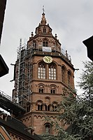 West crossing tower - Mainz Cathedral - Mainz - Germany 2017.jpg