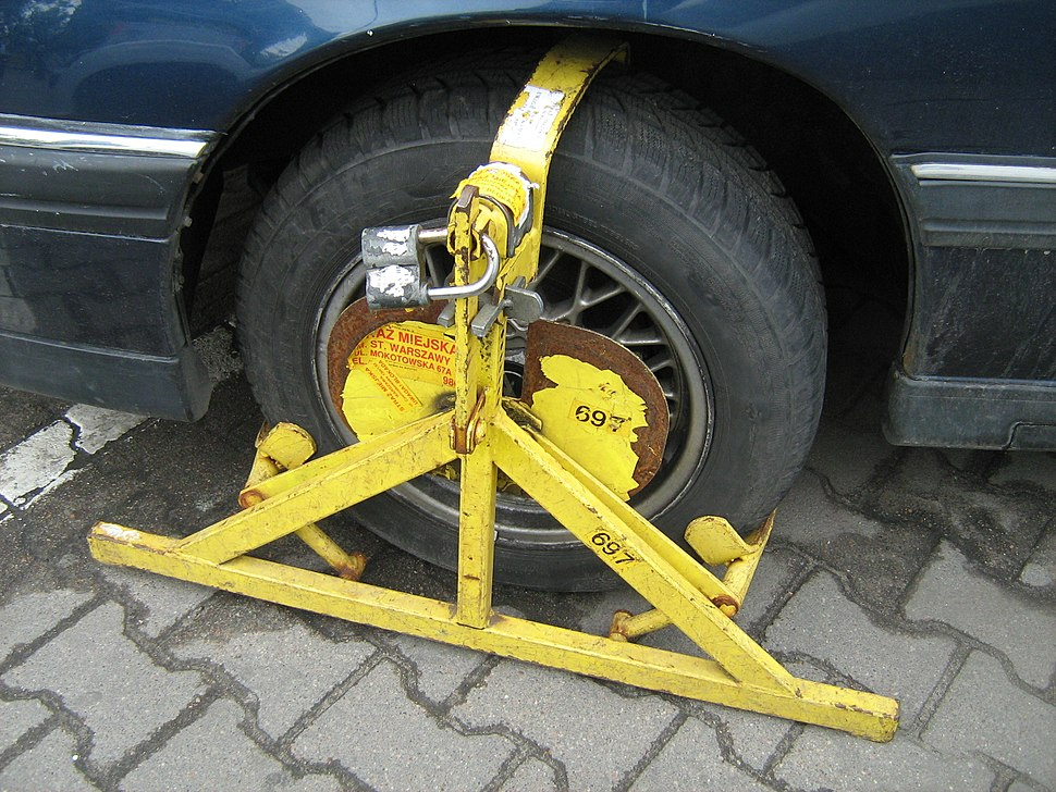 Wheel clamp on Opel in Warsaw 2