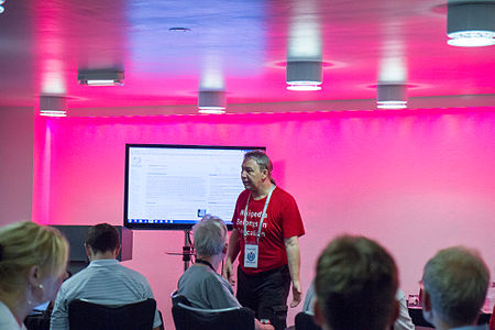 Wikimania 2014 - RexxS and Learn to edit Wikipedia session 1.jpg