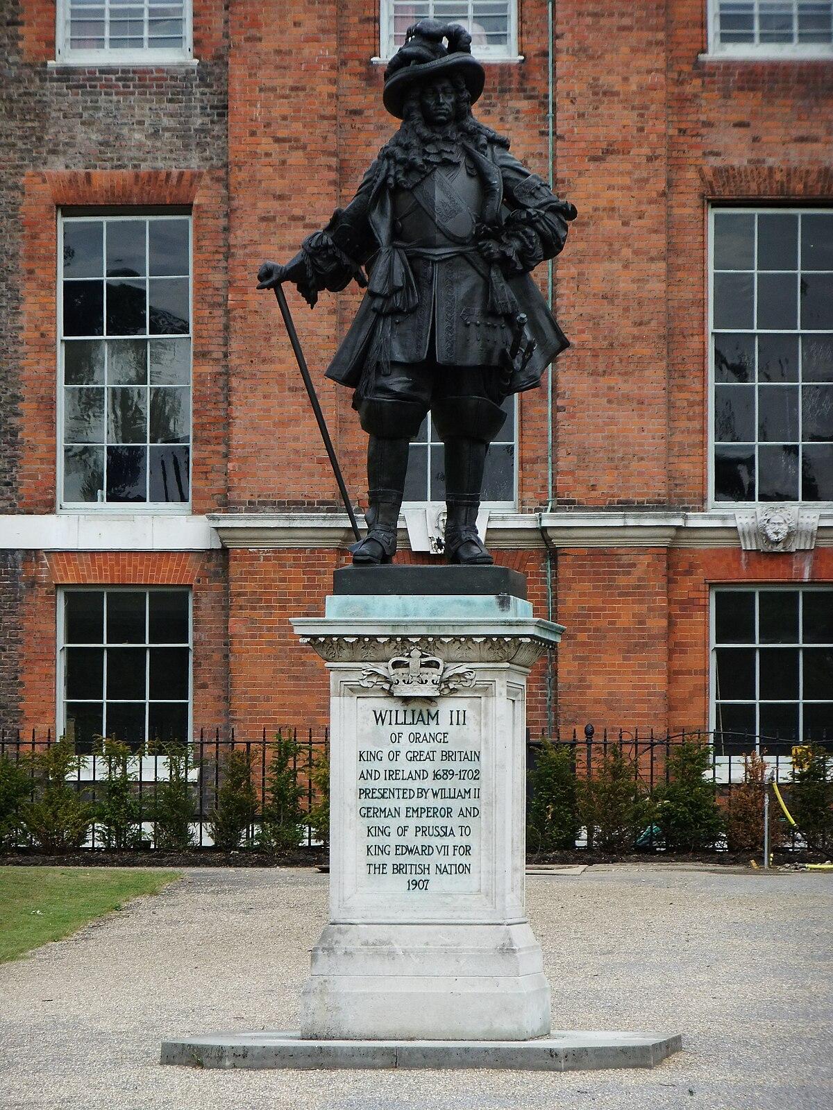 William III of Orange statue, Kensington Palace - DSCF0293.JPG
