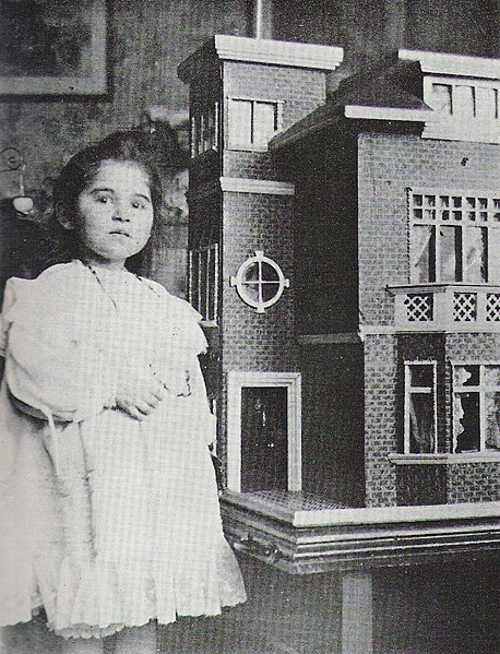 Winifred Warne and the dollhouse built by her uncle Norman Warne