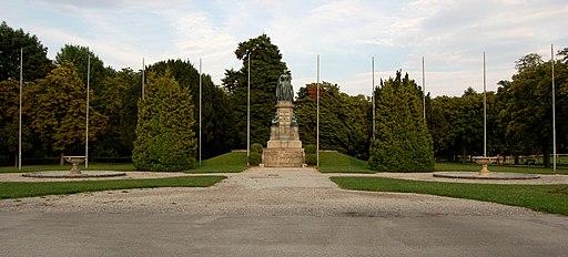 WrNeustadt Akademiepark MT-Denkmal 02