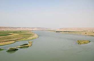 Rojava - The Euphrates near Halabiye; the archaeological site Zalabiye can be seen in the background on the left bank.
