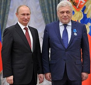 Ruselectronics - CEO of JSC 'Ruselectronics' Andrey Zverev (2008-2016) honored by Vladimir Putin
