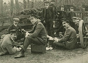 Gordon Bennett Cup (auto racing) - English team -on Napier- before 1903 Gordon Bennett Trophy (l. to r. J.W. Stocks, Ch. Jarrott and S.F. Edge).