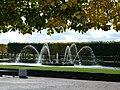 Западный квадратный пруд с фонтаном.jpg
