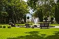 Молодёжный парк со скульптурами лебедей.jpg