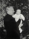 Олег Лосик с внучкой Ириной.jpg