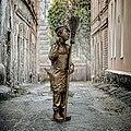 Памятник Юрию Никулину в образе дворника Тихона.jpg