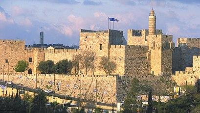 איך מגיעים באמצעות תחבורה ציבורית אל מגדל דוד? - מידע על המקום