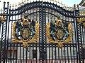 白金汉宫大门的皇家徽章 Royal Emblem - panoramio.jpg
