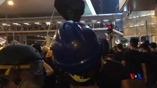 """File:香港示威者高呼口號""""光復香港 時代革命"""" 撤離.webm"""