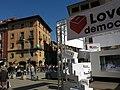 005 Parada de Love Democracy a la rambla del Passeig de Vic, al fons la Casa Genís.jpg