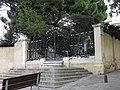 006 Can Collblanc, c. Alps, 4-6 (Santa Coloma de Gramenet), reixa d'entrada.jpg