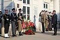02 Marszałek Kuchciński składa wieńce pod tablicą Prezydenta Lecha Kaczyńskiego i ofiar tragedii smoleńskiej.jpg