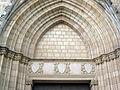 084 Santa Maria de Pedralbes, timpà i escuts.jpg
