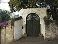 162 Can Calons (Premià de Dalt), portal del recinte, c. Sant Crist 11-13.jpg