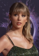 191125 Taylor Swift at the 2019 American Music Awards.png