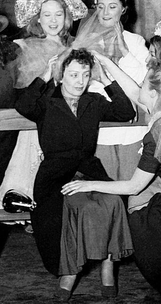 Édith Piaf - Piaf at the ABC music hall in Paris in 1951