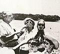 1957. Bolívar. Mariano Picón Salas en el río Caroní.jpg