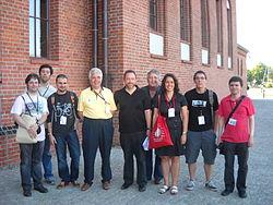 Representació catalana a la trobada internacional de viquipedistes de 2010 a Polònia, amb Jimmy Wales, fundador de la Viquipèdia