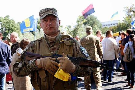 Residents of Kiev with the Svoboda founded Sich Battalion soldiers, 26 August 2014 2014-08-26. <<Sich'>> otpravliaetsia na voinu 035.JPG