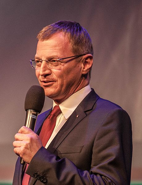 Datei:2015 Crossing Europe 2015 - Opening Ceremony -- Thomas Stelzer (Representative of the Upper Austrian Parliament) (17221217406) (cropped).jpg