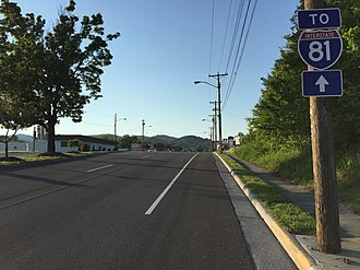 Interstate 381 and State Route 381 (Virginia) - View north along SR 381 at US 11/11E/11W/19/421 in Bristol