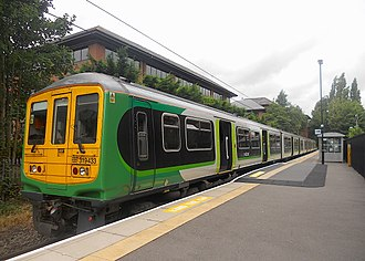 British Rail Class 319 - London Midland's 319433 at St Albans Abbey