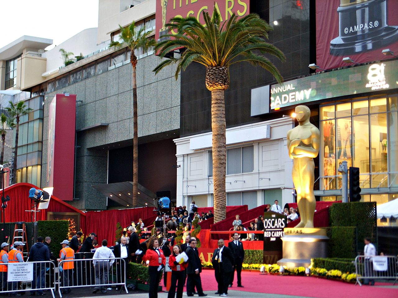 Giant Oscar statue - annual academy awards