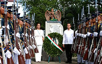 201st Fighter Squadron (Mexico) -  President Enrique Peña Nieto and Secretary of Foreign Affairs Claudia Ruiz Massieu visit the monument to the 201st Fighter Squadron in Manila, November 2015.