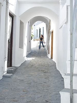 Skyros - Image: A street in Skyros, Greece