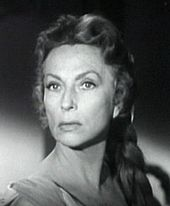 Black-and-white screen shot of Agnes Moorehead.