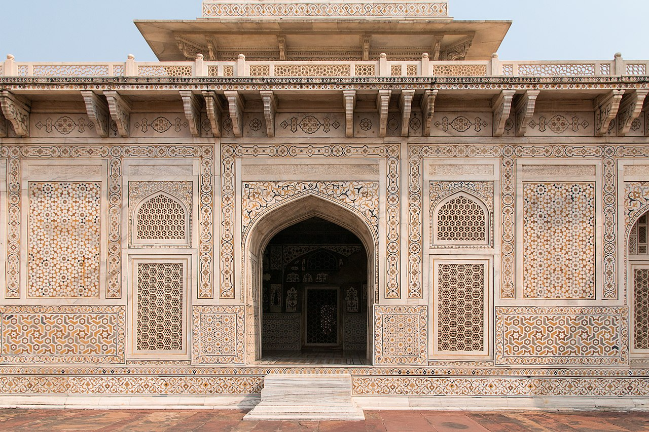 Agra-Itmad ud Daulah mausoleum-South doorway and jalis-20131019.jpg